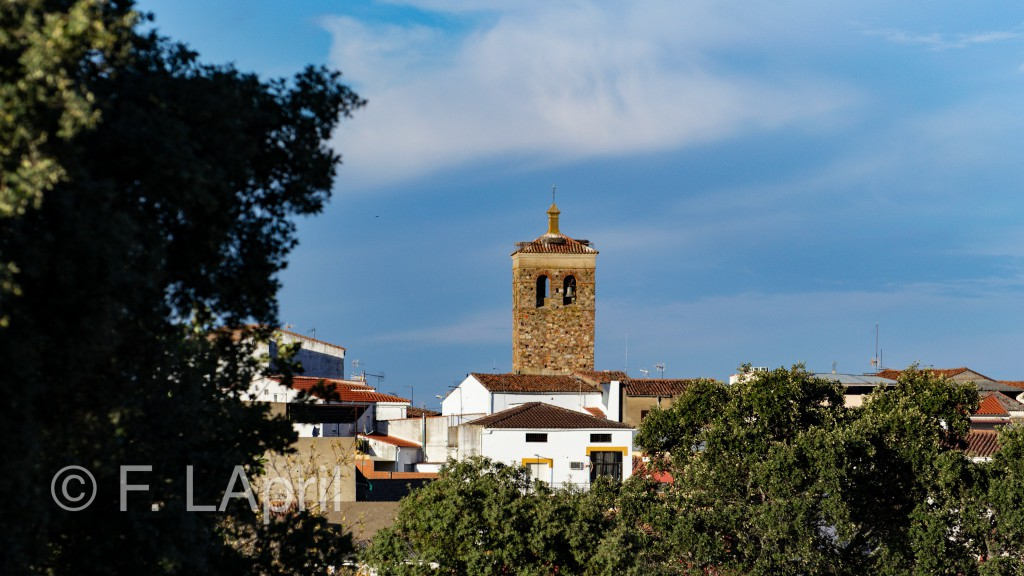 Campanario sobre el pueblo - Bell tower over the town