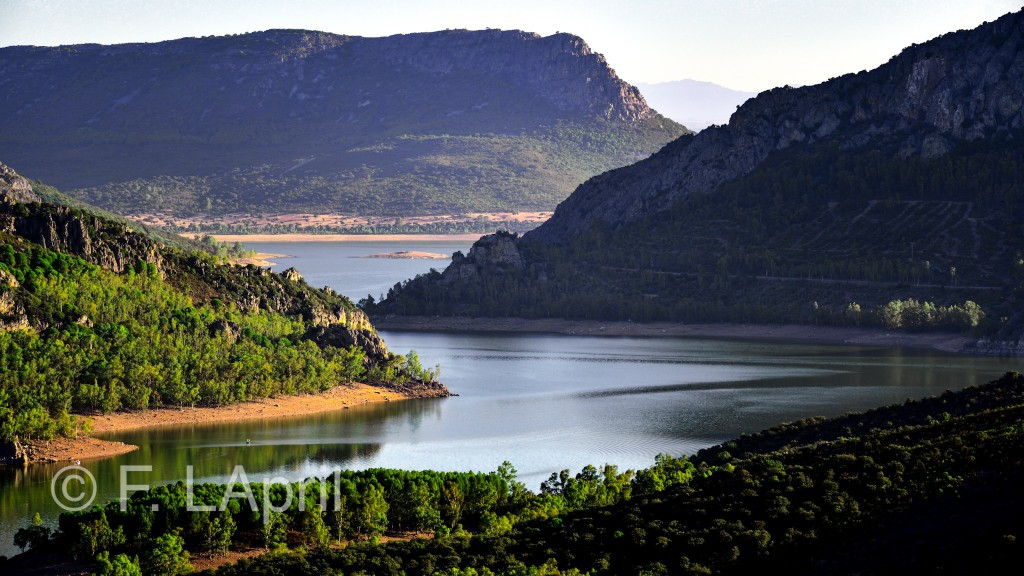 Rio Guadiana entre riscos - Guadiana river between crags
